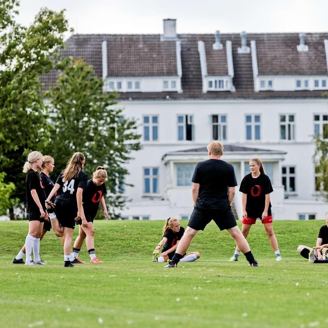 Image Article, Kostgymnasium, Fodbold, Pigefodbold, Undervisning, Peter Bonde