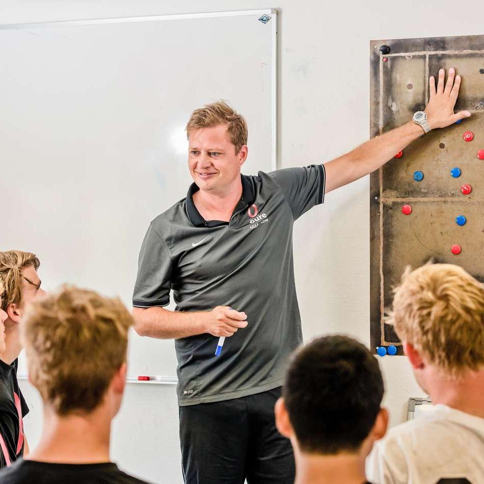 Fodboldtræner, Højskole, Image Article